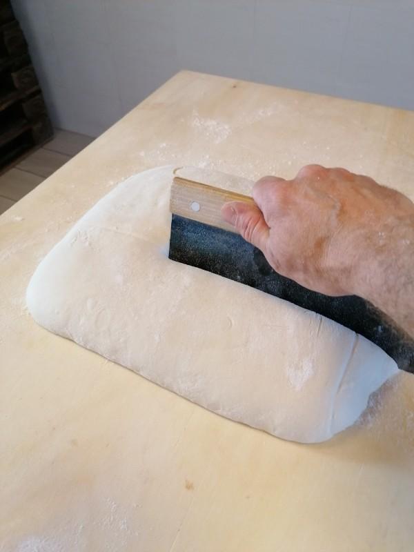 Pizza in teglia: la ricetta facile da fare a casa